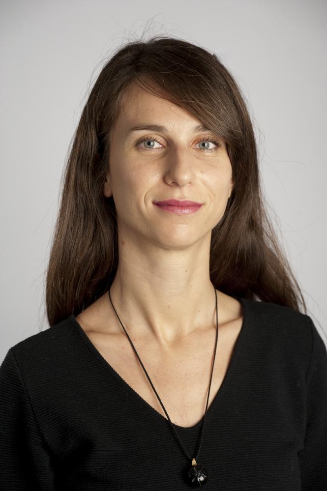Simona C, Chargée des Risques et de la Conformité